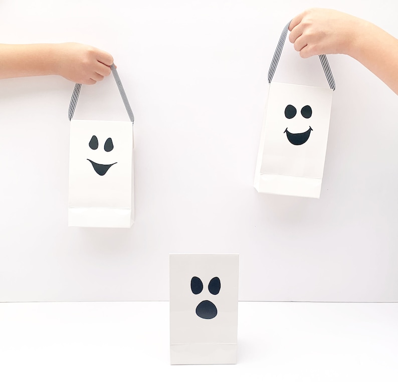 6 Sweet Ghosts and Ghosts Guest Gift Bags with Funny Faces White Halloween Bags with Funny Black Faces
