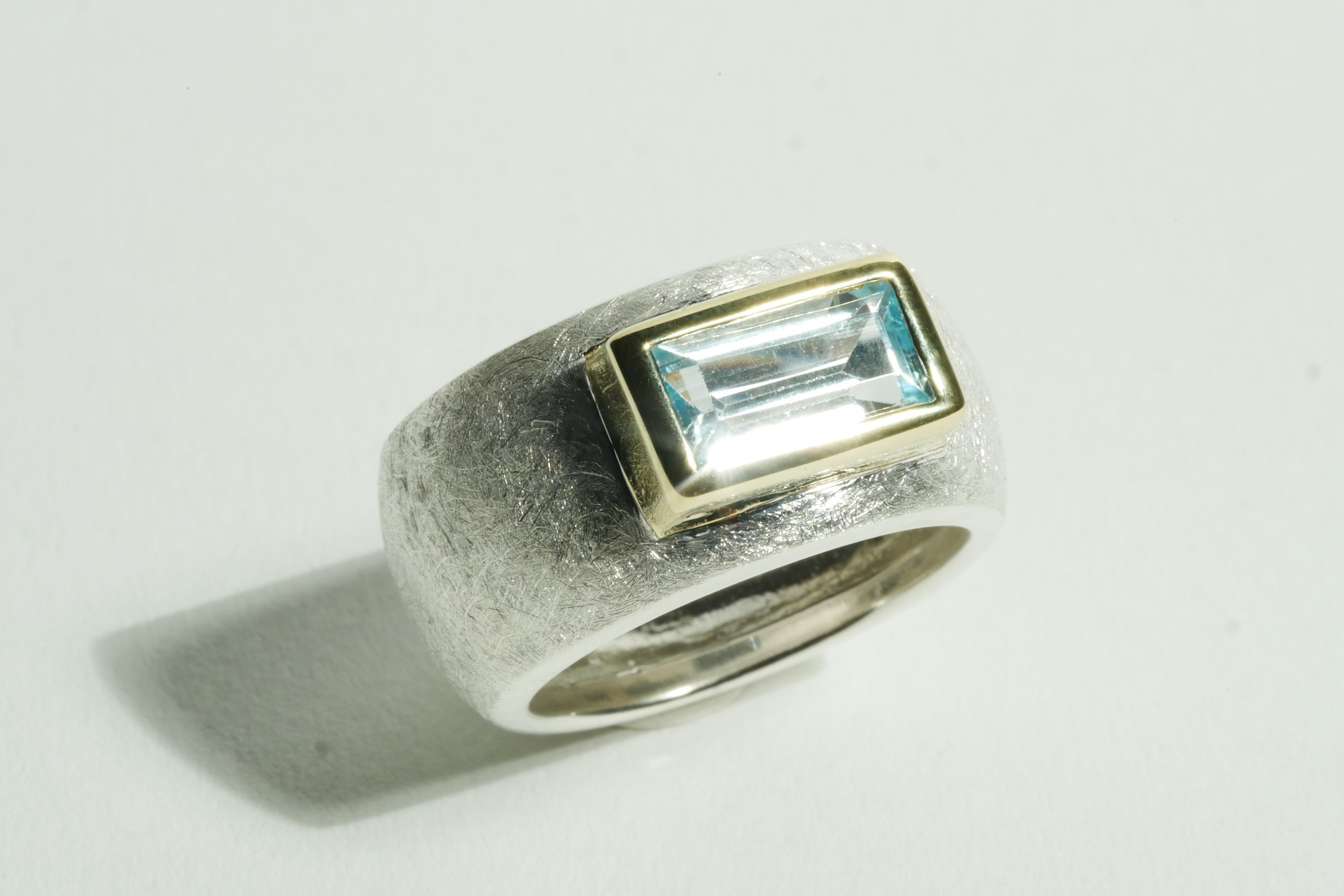 Band ring silver with topaz