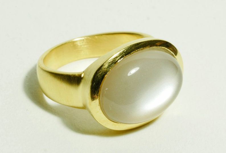 Moonstone ring gold oval