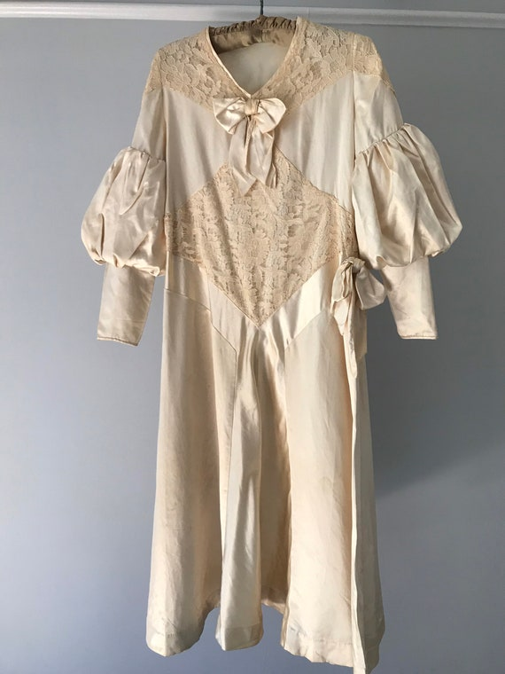 1920s Balloon Sleeved Dress