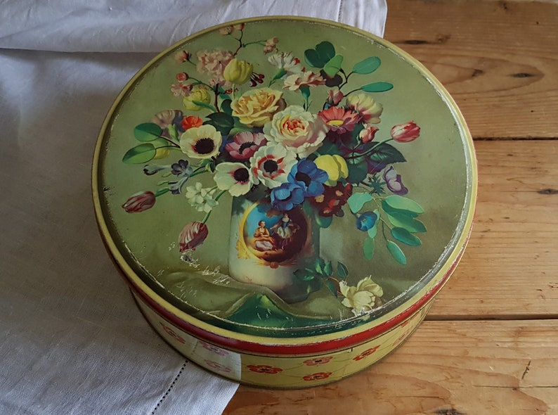 Dreamily beautiful old biscuit tin