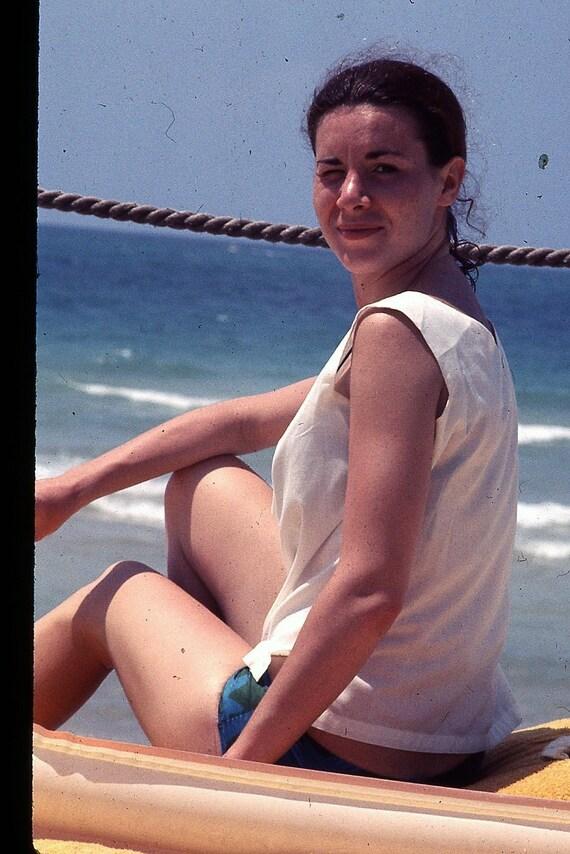 amateur hausfrau bikini
