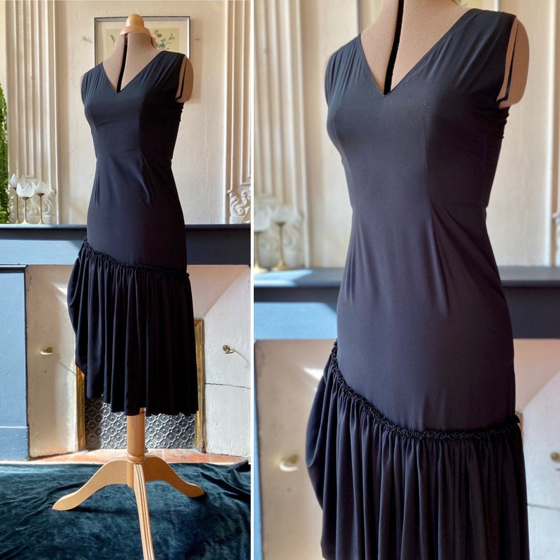 T 36 asymmetric single-ruffled vintage 90s black dress