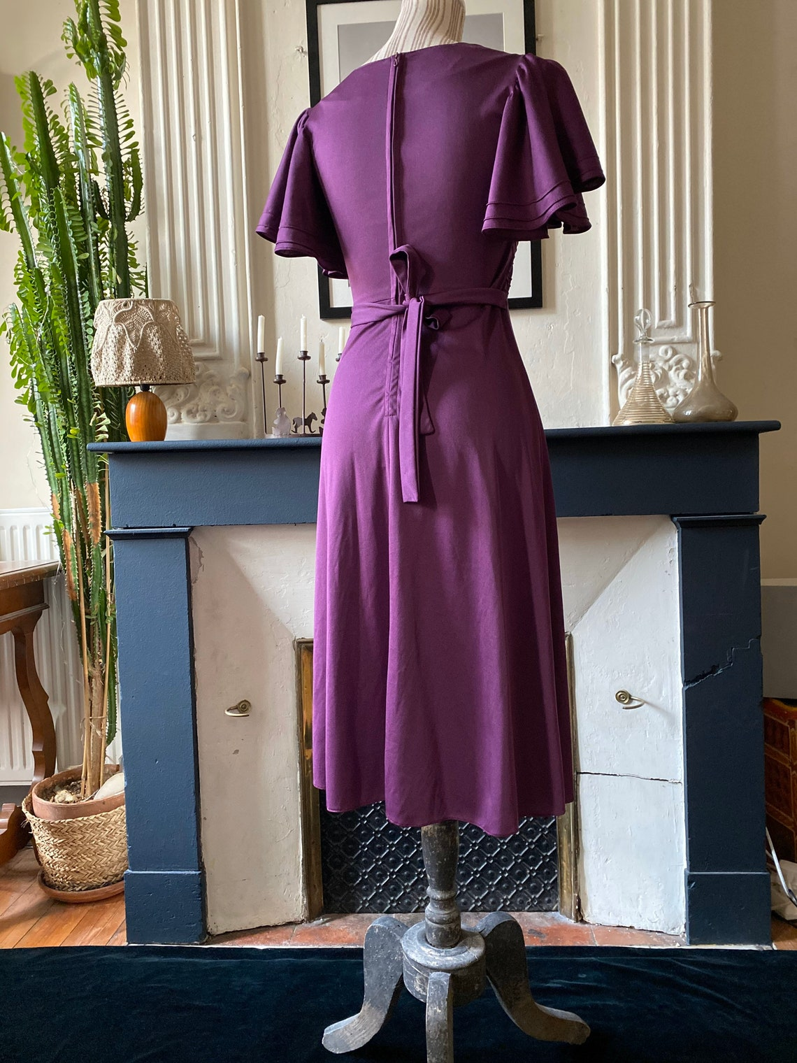 1940s-inspired vintage 70s dress with short ruffled sleeves