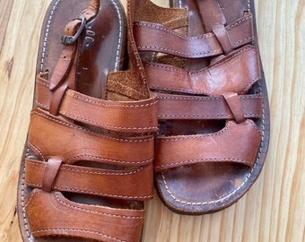 Pretty vintage 70s leather sandals spartan style with parallel flanges of the brand Williqu's, Size 40/40,5