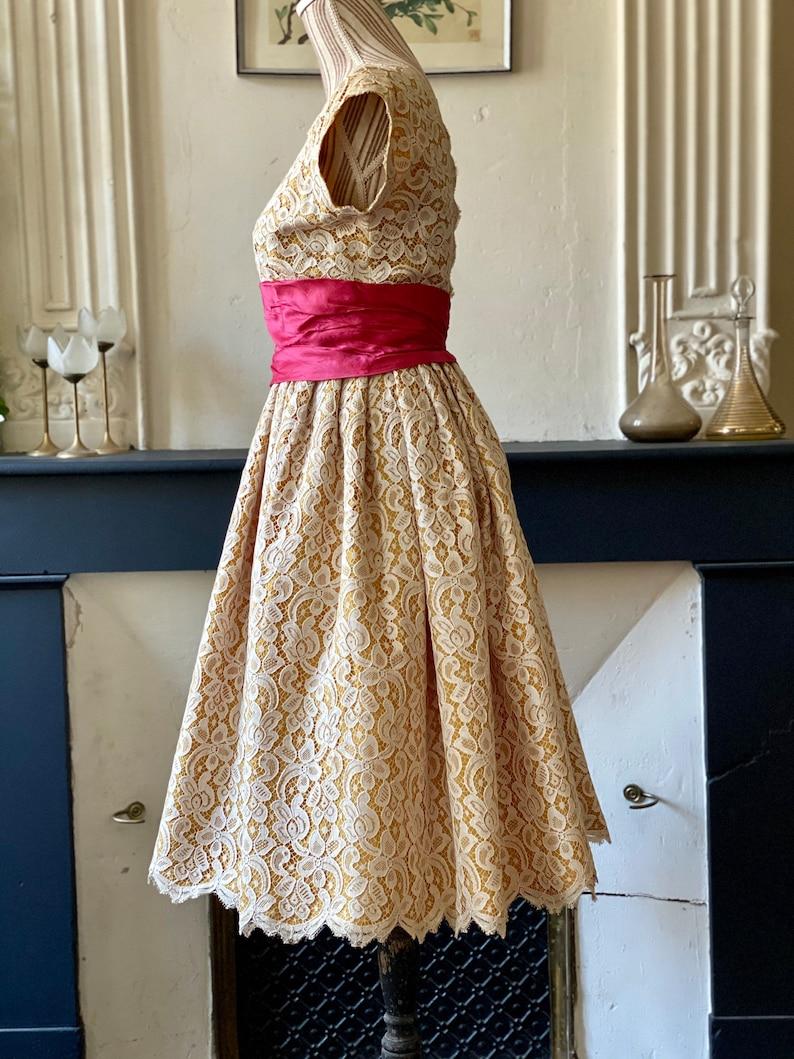 Vintage-Cocktail-Kleid 60s handgenäht aus dicker Spitze | Etsy