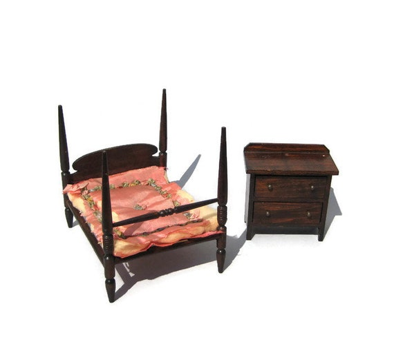 Vintage Dollhouse 4 Poster Bed & Chest Antique 1920s German Red Stain  Miniature Bedroom Set
