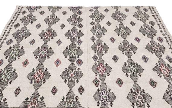 Embroidered 6'6'' X 7'7'' Ft Kilim Rug , turkish rug, area rug, moroccan rug, boucherouite rug, persian rug, berber rug, wool rug