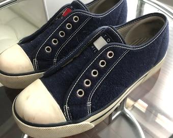 6dbce29e6 Vintage Tommy Hilfiger Fleece Sneakers Size 7.5-8 Woman s