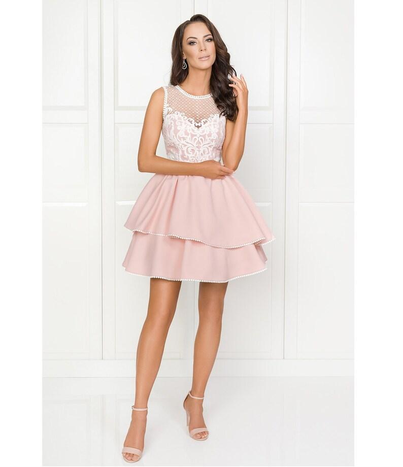 d8f9562000 Lucy różowa sukienka z białą gipiurą