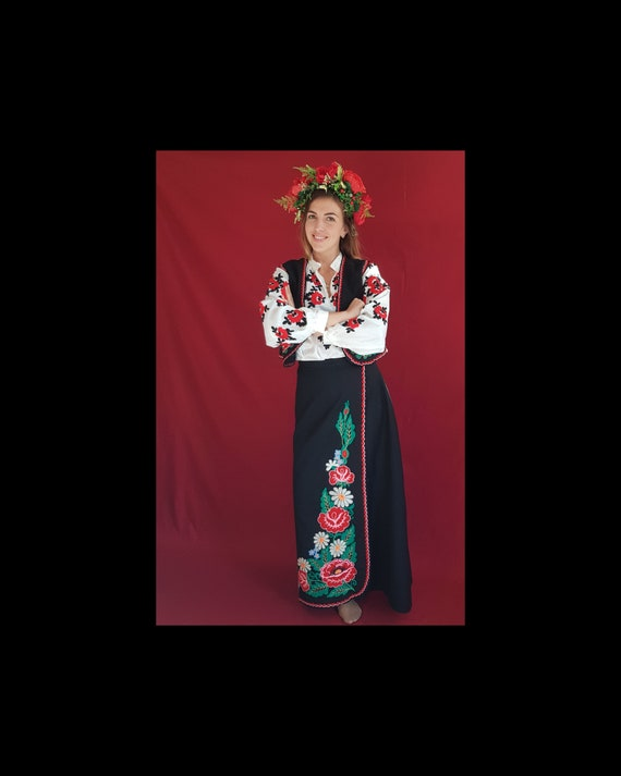 Ukrainian costume, Ukrainian embroidery, old Ukrai