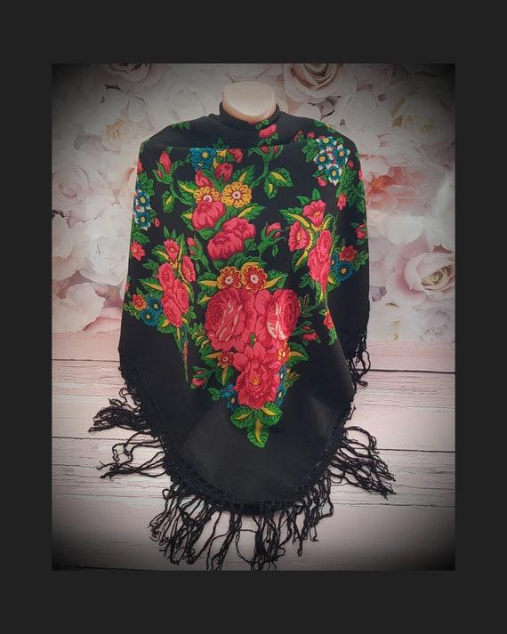 Large vintage shawl with fringe, Beautiful shawl,