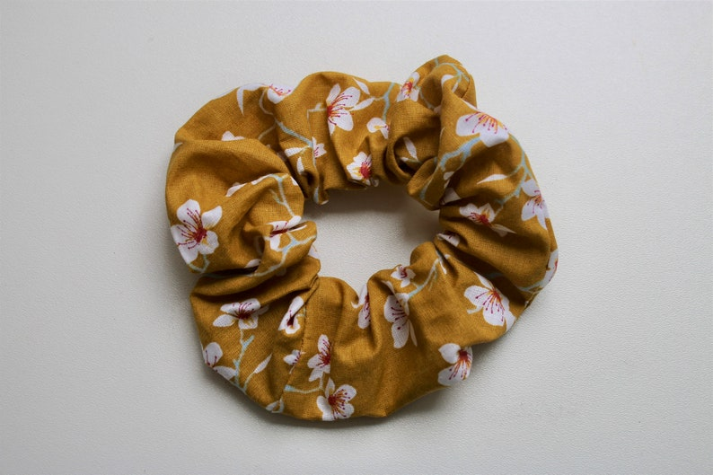 Elastic chouchou in printed cotton fabric Yellow Japanese cherry blossoms