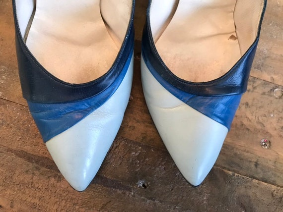 Beautiful pair of Vintage 40s Blue color block pum