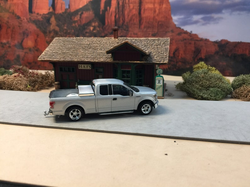 Greenlight Ford F-150 Customized with Chip Foose Rims added 1:64 scale toolbox in bed hitch and tow series
