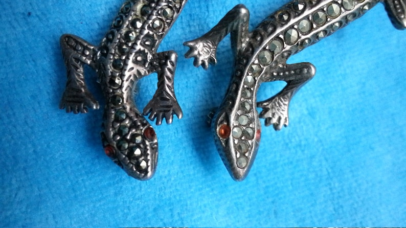 Sterling silver marcasite brooch set geckos vintage red garnet or ruby eyes lizards lots of sparkle and detail beautiful movement