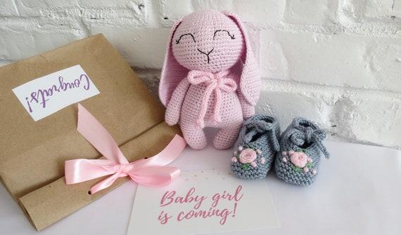 Nouveau-né fille chaussures personnalisé peluche lapin bébé arrive arrive arrive grossesse annonce cadeau nouvelle maman ensemble Crochet animal trucs zone parent s'attendre   New Style,En Ligne  418438