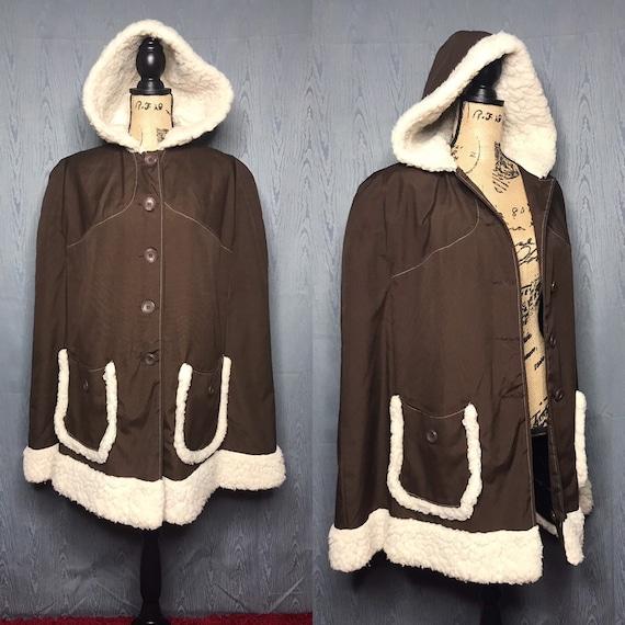 1970s cape coat/ vintage 1970s cape faux fur trim