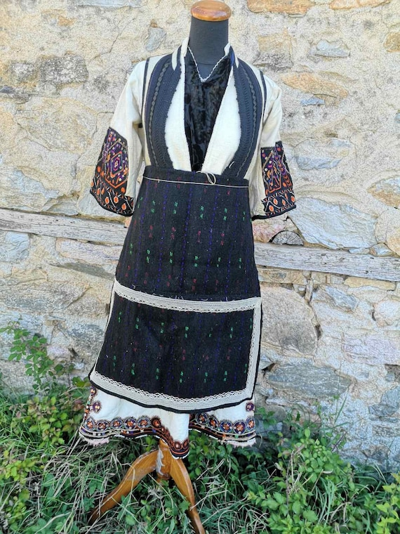 Antique women's ethnic costume, traditional folkl… - image 1
