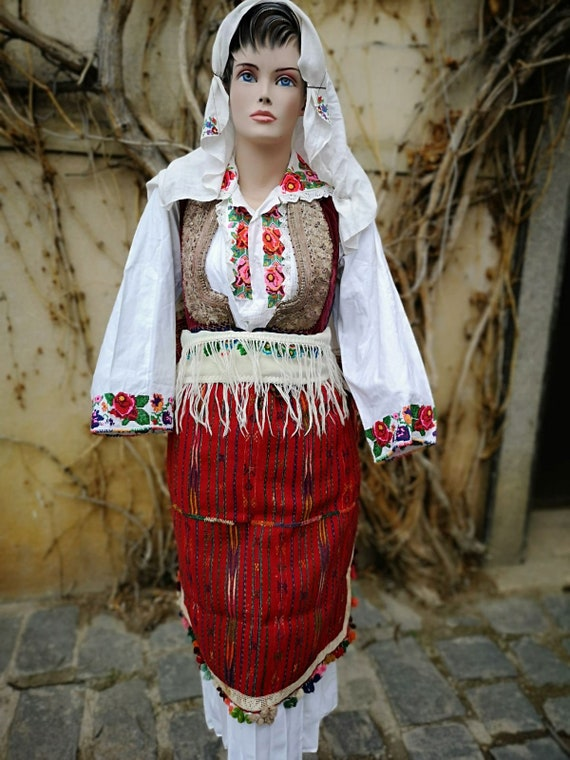 Old ethnic costume, women's ethnic costume from St