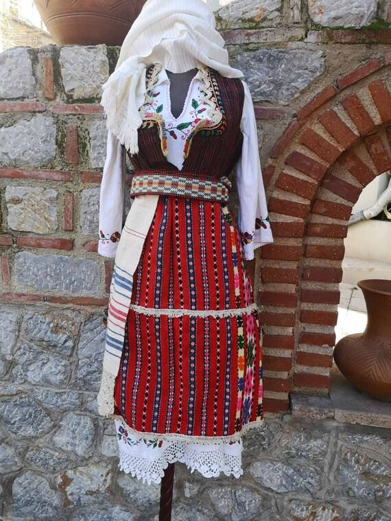 Traditional ethnic antique costume, women's costum