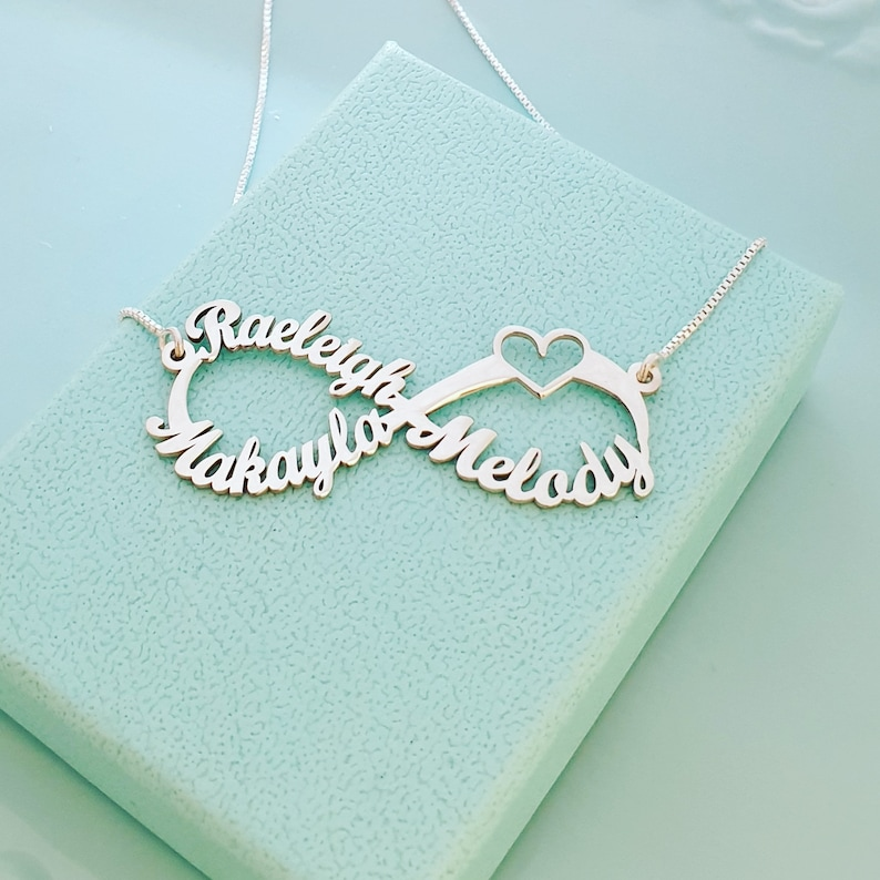 Silver Family Necklace Custom Infinity Personalized Infinity Mother/'s Day Gift Silver Name Necklace Infinity 2-4 Name Infinity Necklace