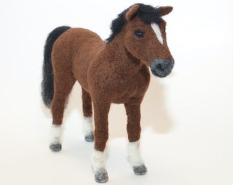 Horse needle felted, horse sculpture, horse sculpture, felted horse, miniature horse