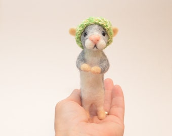 needle felted mouse with hat