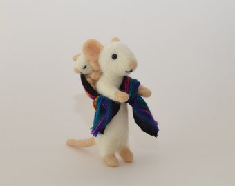 needle felted mouse with baby, mouse made of felt, mouse with baby - gift Mother's Day