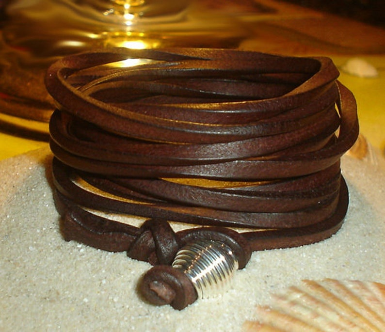 WIDE LEDERARMBAND with spiral wire bead
