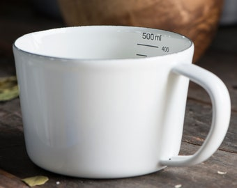 Measuring cup made of enamel 0.5 ltr.