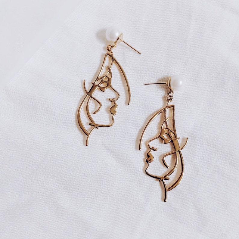 Minimalist Face Earrings Stylish Statement Earrings Pearl Earrings ANTHEIA Wearable Art