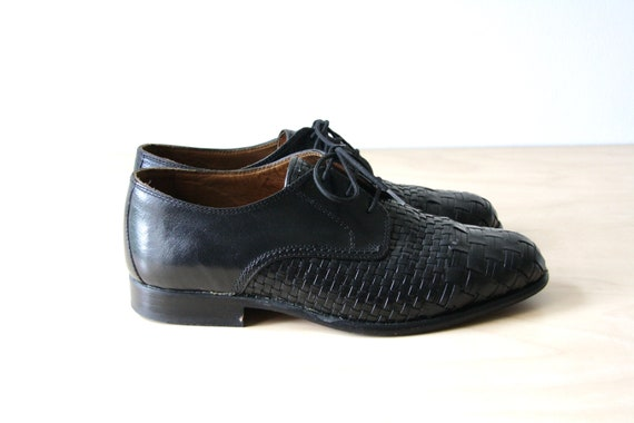 Black woven leather shoes. 90s woven shoes. 90s bl