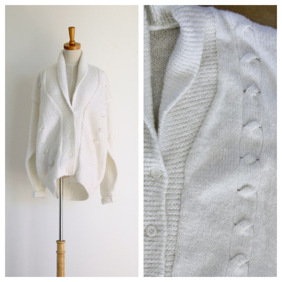 White oversized cardigan. Knitted cardigan. Thick