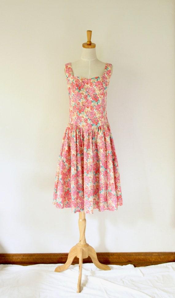 Vintage pink floral dress. Pink cotton floral day