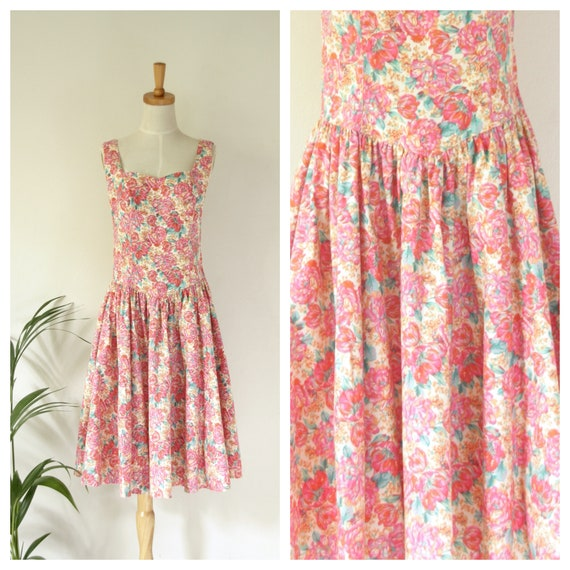 Vintage pink floral dress. Pink cotton floral day