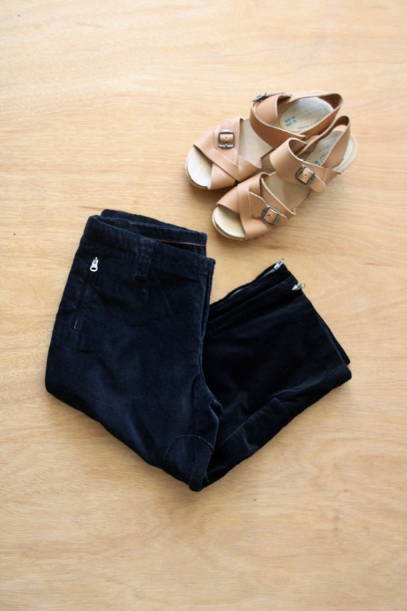 Black velvet crop pants. Velvet knickerbockers. Bl