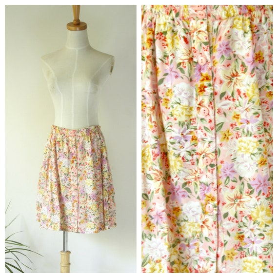 90s pretty floral skirt. Vintage pink floral butto