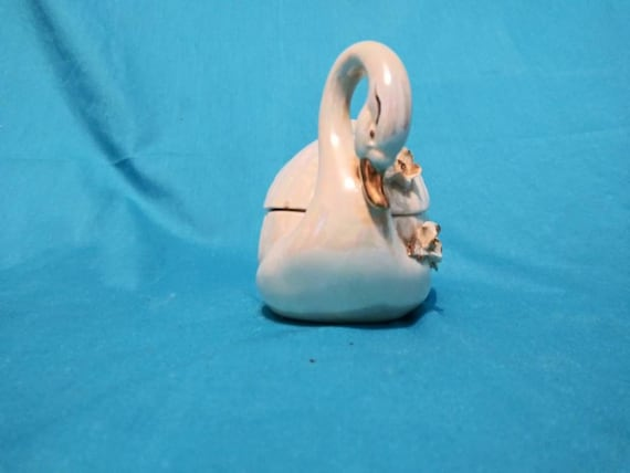 Vintage Swan Covered JewelryTrinket Box Pearl Finish With Flowers /& Gold Accents