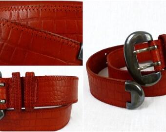 Crocodile vintage peau ceinture en cuir véritable relief motif, ceinture de  couleur rouge orange profond, boucle en argent-comme lourd, recyclage cuir   e72d810a240