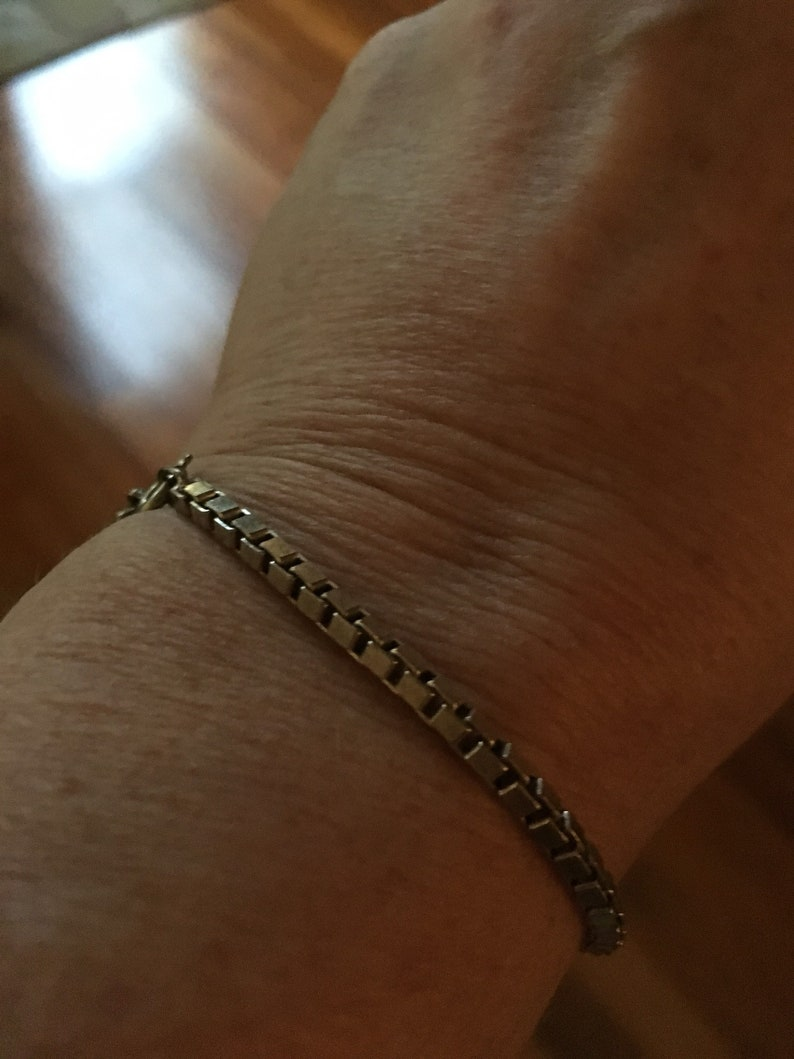 Vintage sterling silver chain bracelet-box link Great condition Weight: approx 5.9 grams Marked Italian 925 Long including clasp 7.5 in