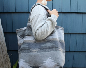 Travellin' Tote - FLOW