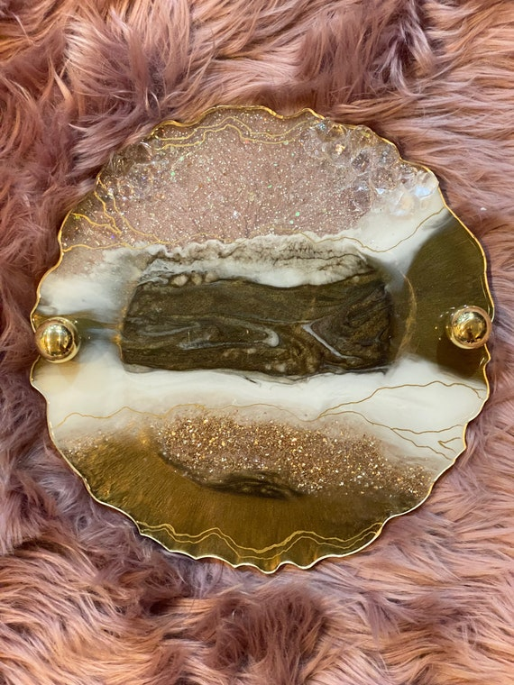 13 inch free form edge round agate resin vanity tray or desk tray cheese board in antique gold, white, and crystal with gold round handles