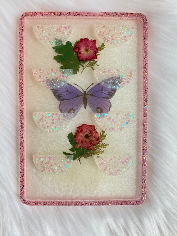 4 pair false lash holder made of resin with pressed flowers and glitter w/ butterfly accent perfect for keeping faux lashes when not in use