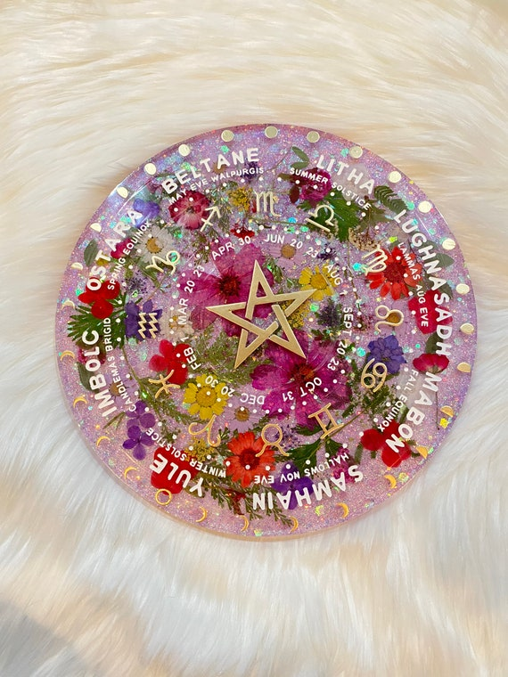 11.5in round resin Tarot alter divination tray felt backed with custom amethyst glitter mix and pressed flowers 3/4in thick