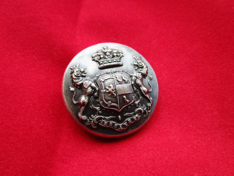 Antique Livery Button of a British Coat of Arms Armorial Family Crest Lord Lawrence Dundas 1st Marquess of Zetland Nitch