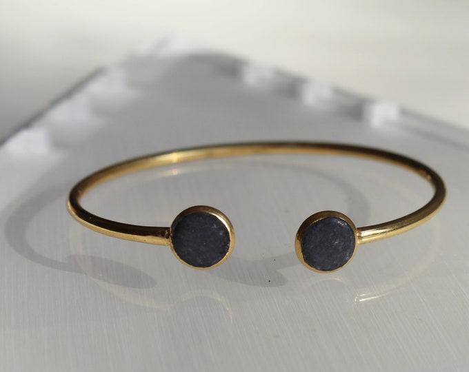 Open rigid bracelet - gilded steel and black concrete