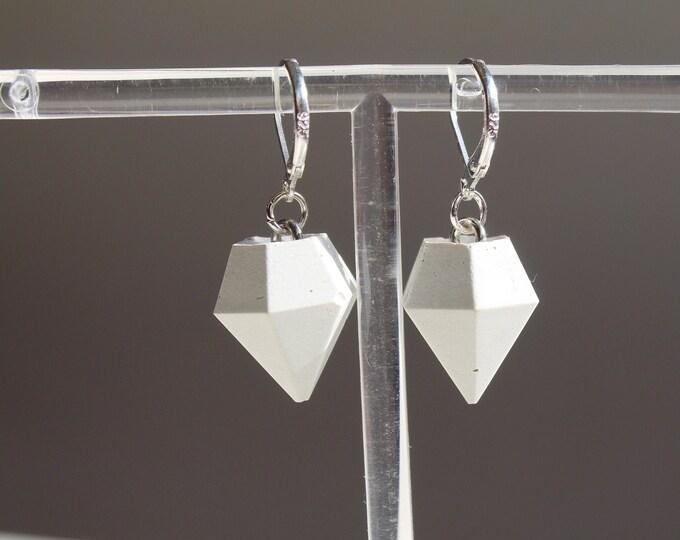 Toupie - Boucles d'oreilles pendantes en béton blanc
