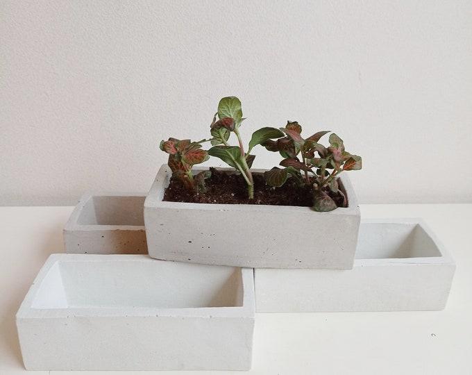 Rectangular pot cover in grey or white concrete