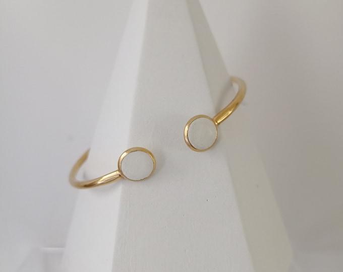Bracelet acier doré et béton blanc